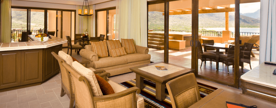 Villa del Palmar Loreto offers views of the ocean or the beach from your furnished balcony.