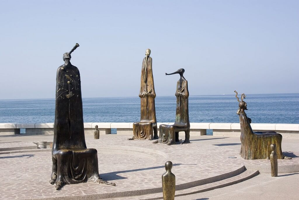 Puerto Vallarta - boardwalk sculptures